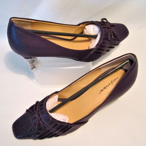 "Purple Shoes 2.5"" Heels by Comfortview size 8.5""WW"